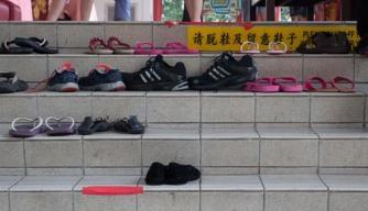 Zieht die Schuhe aus copy