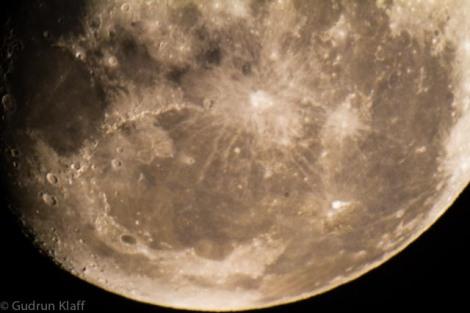 Der Mond, gesehen durch ein Teleskop in San Pedro