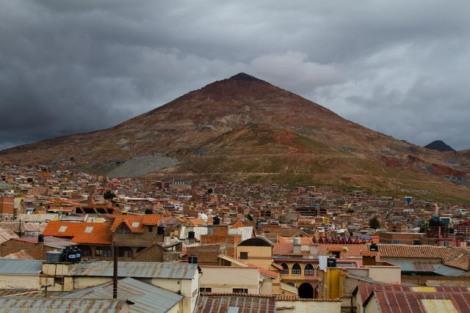 """""""Cerro Rico"""" - Reicher Hügel - Berg mit ehemals höchstem Silbervorkommen in der Welt, mittlerweile völlig durchgetunnelt"""